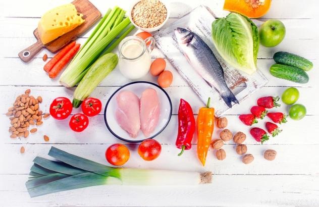 При сахарном диабете нужно питаться сбалансированно, а также ограничить употребление углеводов