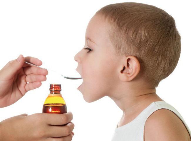Дозировка сиропа Аскорил маленьким детям составляет 5 мл 3 раза в день