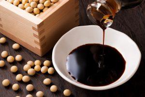 Соевый соус - ароматная полезная приправа, широко распространена в азиатской кухне
