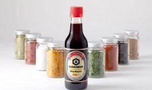 Соевый соус нужно покупать в таре из стекла, также обратите внимание на состав: там должны быть только соя, соль и пшеница