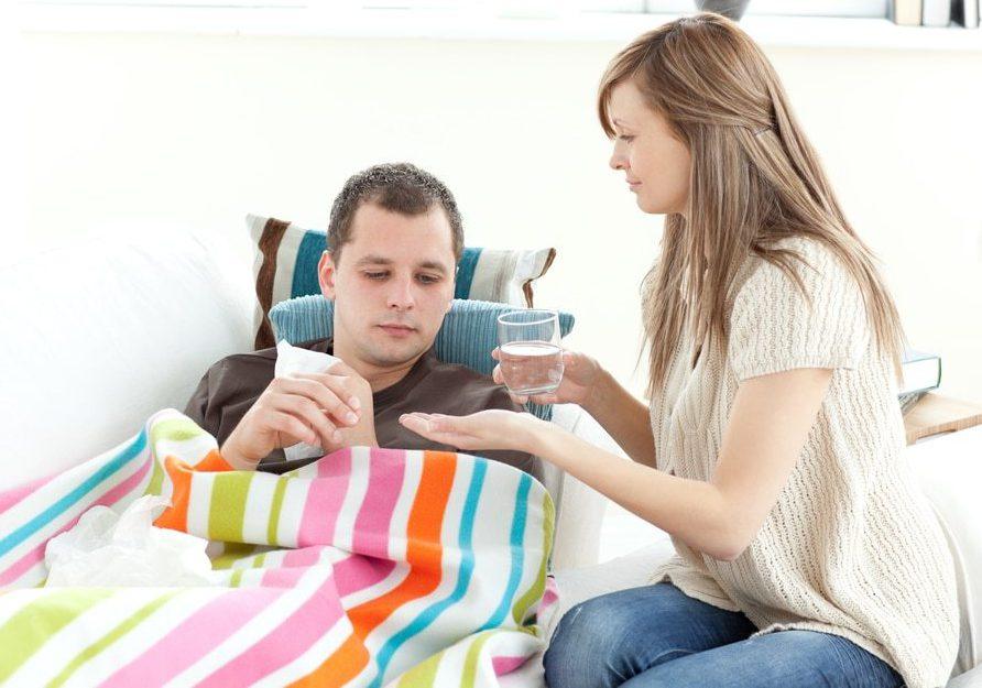 Таблетки от температуры помогают избавиться от болезненного состояния. Но прежде чем принимать препарат, нужно выяснить причину гипертермии