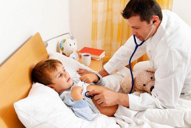 Если у ребенка высокая температура - нужно обязательно вызвать врача, заниматься самолечением нельзя