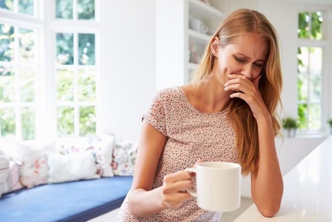Тошнота у женщин часто возникает при беременности. Но если беременность отсутствует, нужно обратиться к врачу для определения и устранения причин