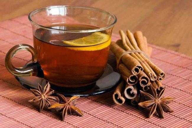 Чай из гвоздики и корицы успешно применяется для лечения тяжести в желудке после еды
