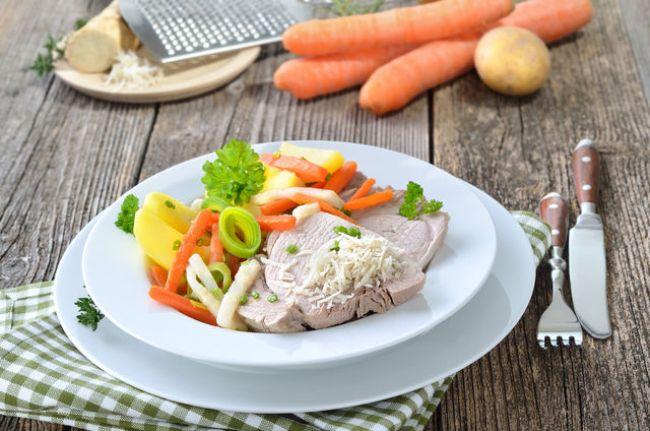 При язве желудка запрещено употреблять жареную пищу, мясо и рыбу можно употреблять в пищу только в вареном виде