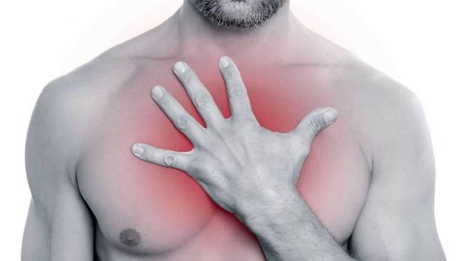 При одновременном приеме антибиотиков и алкоголя могут возникнуть боли в груди