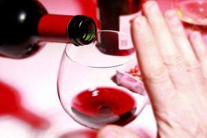 Существуют антибиотики, прием которых нельзя совмещать с употреблением алкоголя, так как могут возникнуть опасные последствия