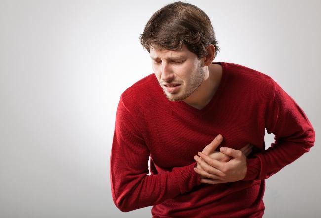 После введения Цефазолина может возникнуть сдавливание в груди