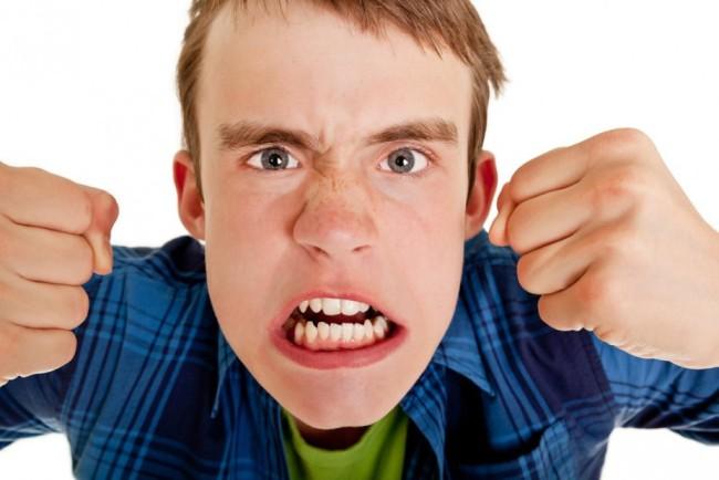 Депрессия у мужчин часто проявляется агрессивным поведением