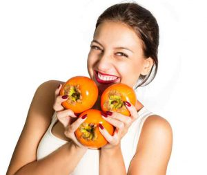 На основе хурмы можно приготовить отличное  средство для поддержания молодости и тонуса кожи лица