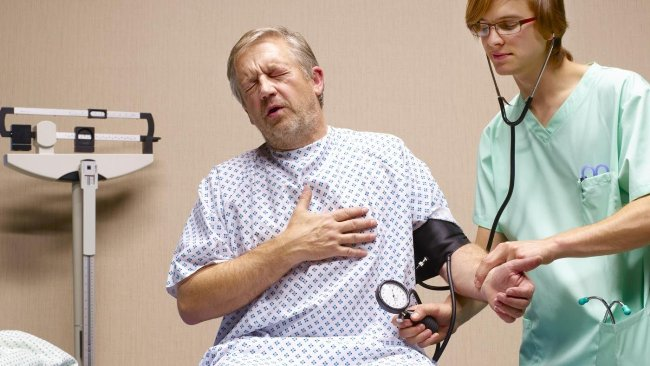 Ипохондрик постоянно находится в страхе за свое здоровье и выискивает у себя всевозможные недуги