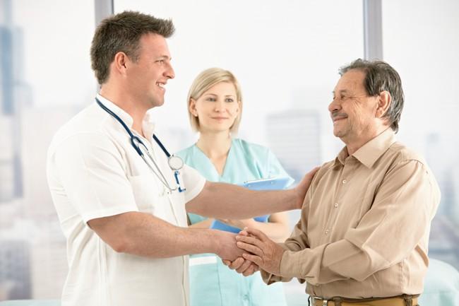 Лицам старше 60-ти лет необходимо раз в год посещать проктолога с целью профилактического осмотра