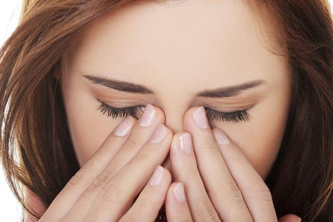 При передозировке глазных капель может наблюдаться жжение в глазах