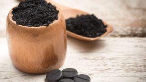 Если рвота желчью вызвана пищевой или алкогольной интоксикацией - нужно в срочном порядке принять активированный уголь