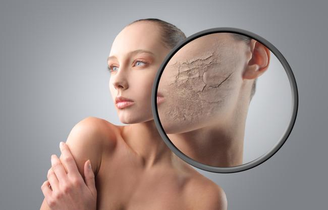 Причин шелушения кожи на лице очень много. Прежде чем устранять неприятный симптом - нужно выяснить причину, почему шелушится кожа