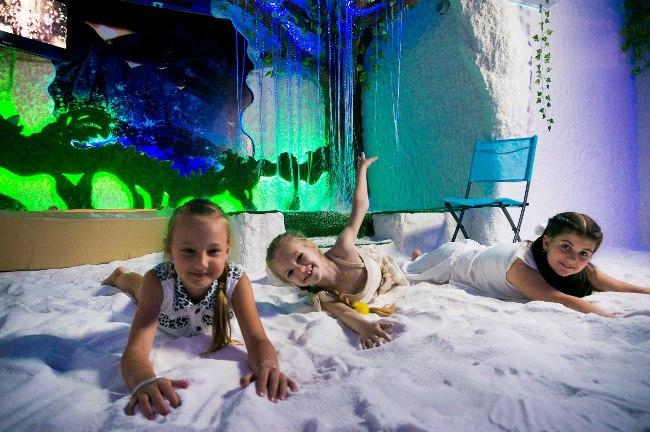 Посещение соляной пещеры показано детям с повышенной нервной возбудимостью