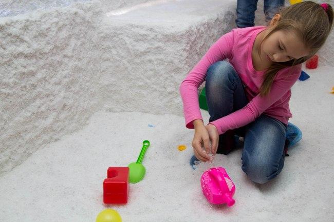 Соляную пещеру рекомендуется посещать 1-2 раза в год, детям в ней можно находиться не более 30-ти минут