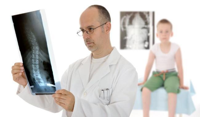 Вертебролог - врач, который занимается диагностикой и лечением патологий позвоночника