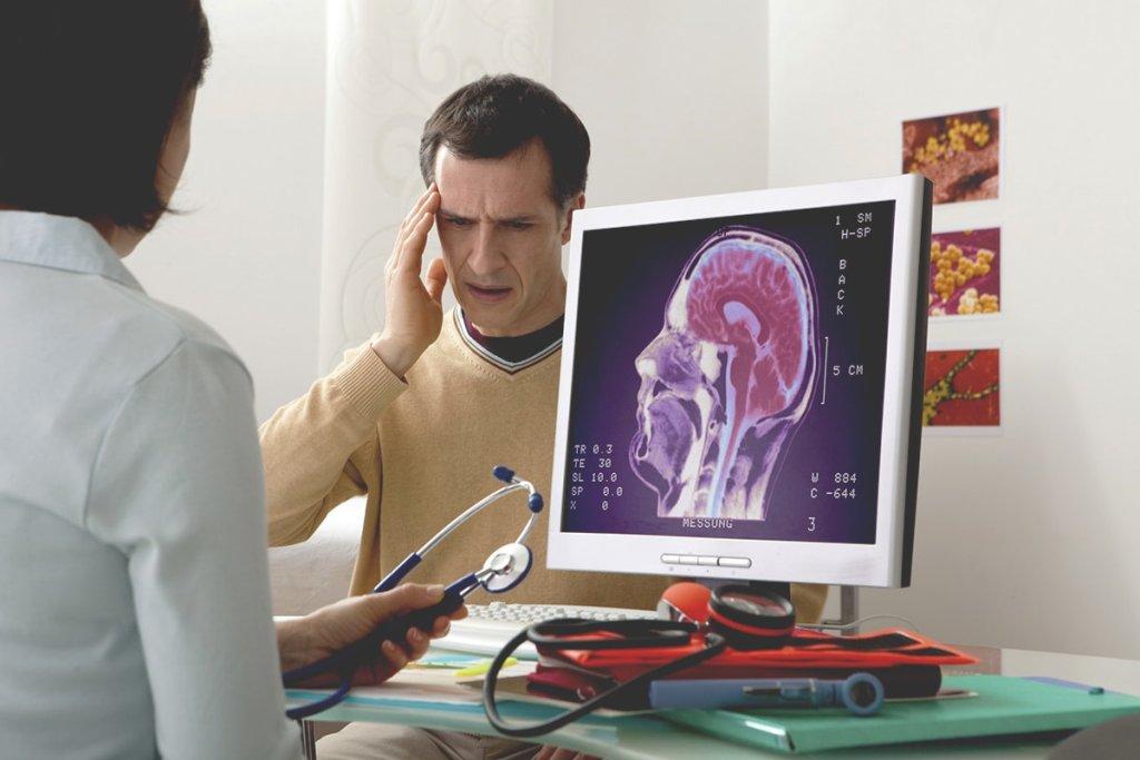 При подозрении на патологию центральной нервной системы невролог назначает различные инструментальные диагностические процедуры