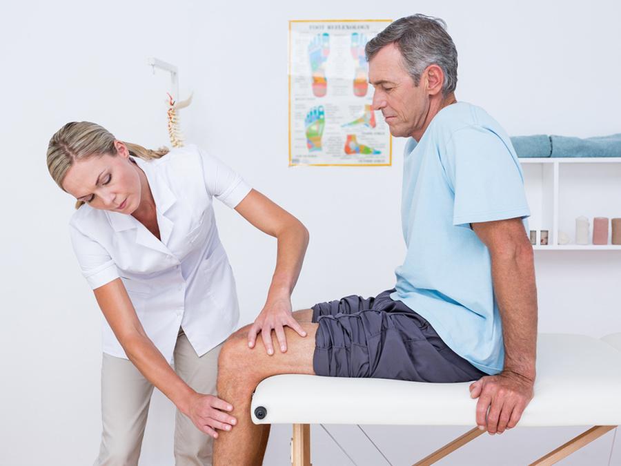 Ревматолог занимается диагностикой и лечением патологий соединительной ткани