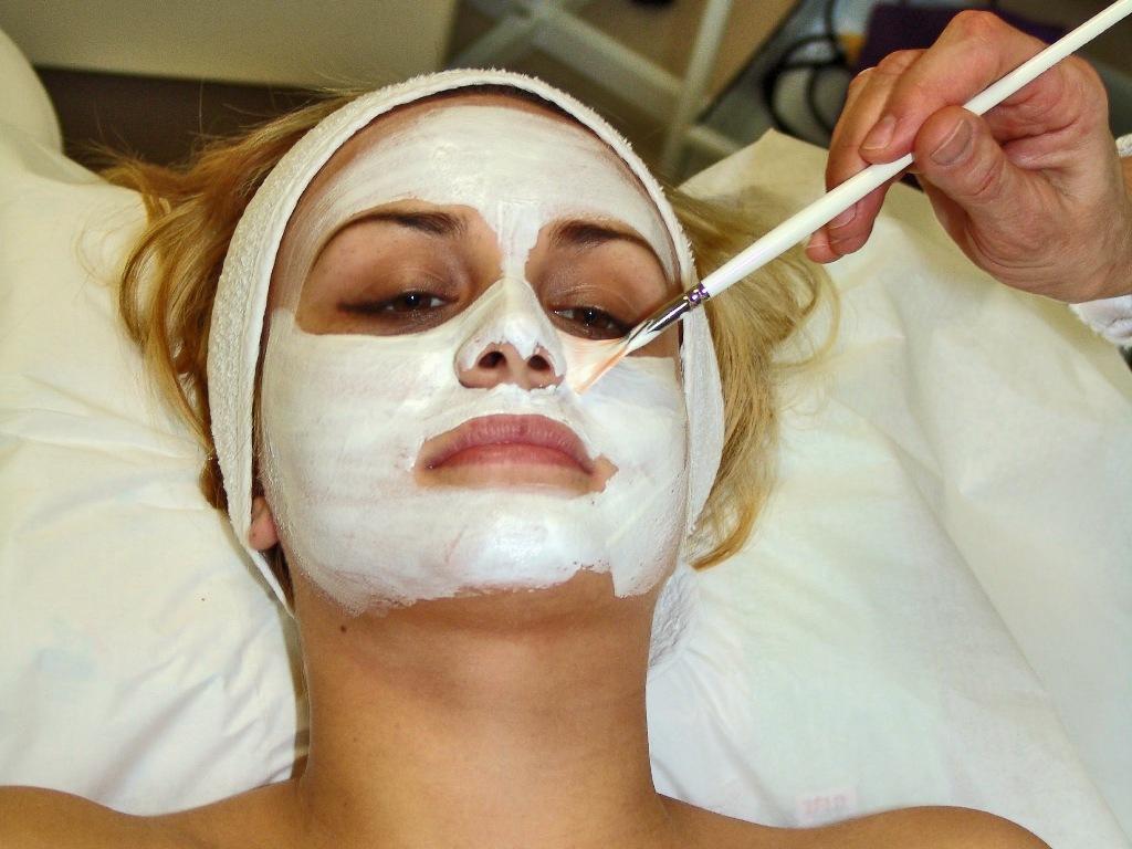 Маска из топинамбура и молока поможет устранить жирный блеск на лице