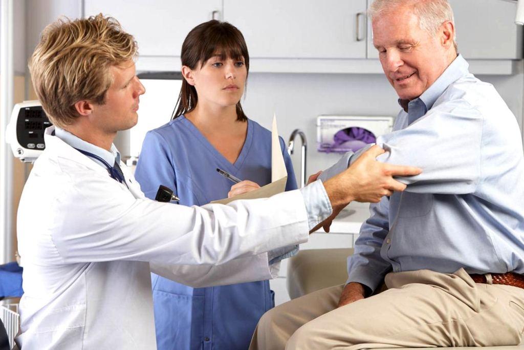 Травматолог занимается диагностикой и лечением травм разного рода