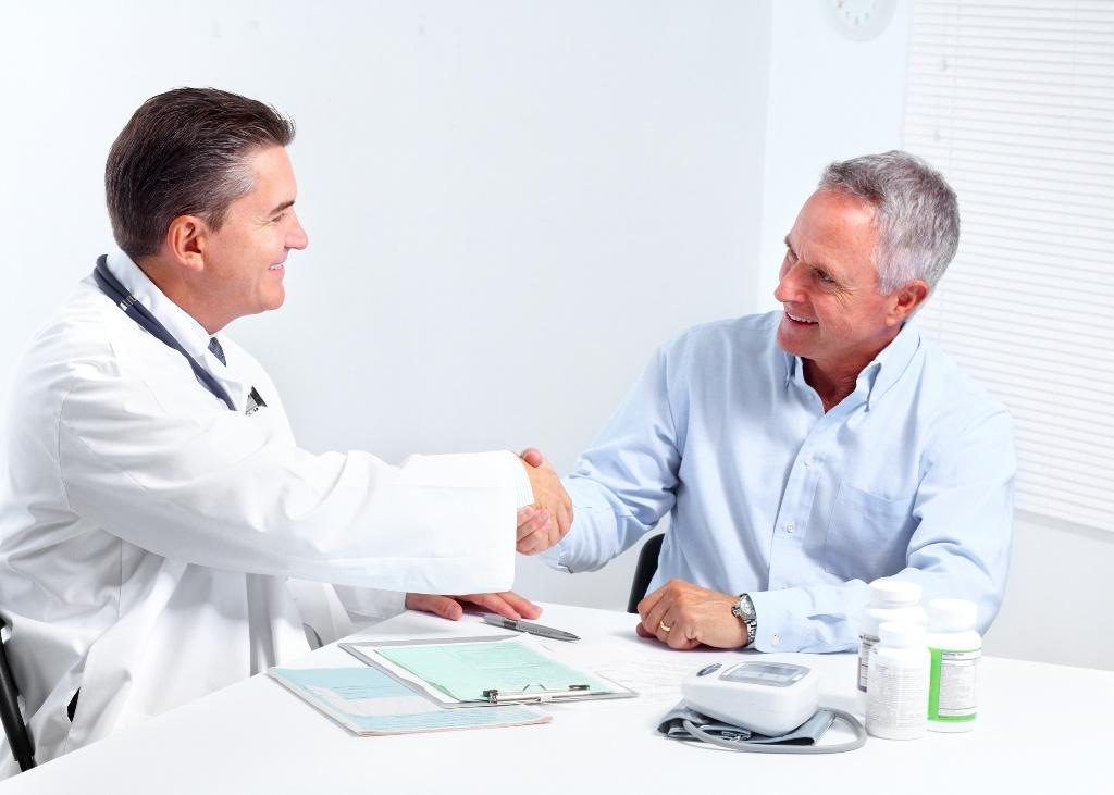 Обратиться за помощью к урологу можно как в районную поликлинику, так и в частный медицинский центр