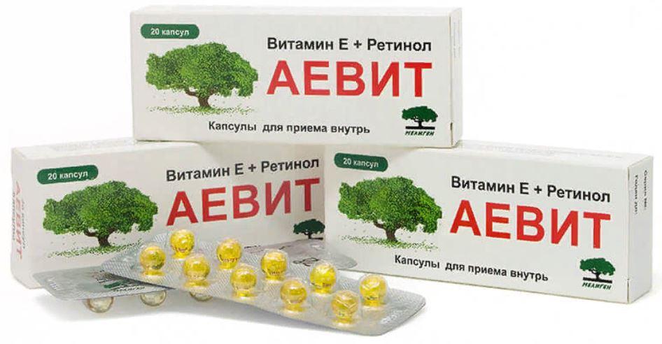 На фото витамины Аевит, с содержанием витамина Е и витамина А, ретинола. 20 капсул для приема внутрь.
