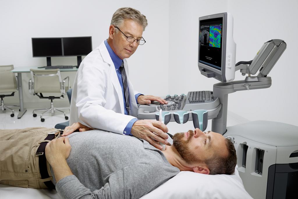 УЗИ сосудов головы и шеи - информативная и безболезненная процедура, не имеющая противопоказаний