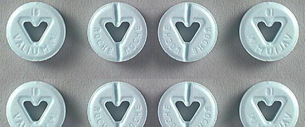 Диазепам (Валиум) - это бензодиазепиновый препарат, который обычно используется для уменьшения симптомов тревоги.