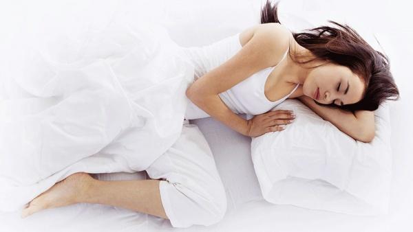 Потеря чувствительности правой руки во сне может быть связано с неправильно подобранной подушкой или неудобным положением тела во сне