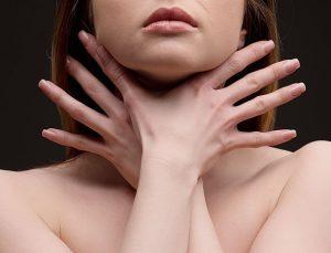 Бронхиальная астма носит хронический характер и характеризуется приступами удушья
