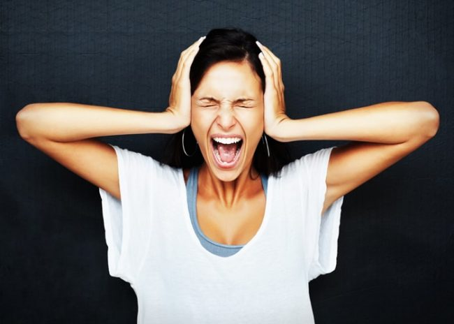 К истерическим реакциям склонны люди с незрелой психикой – отличающиеся повышенной внушаемостью, несамостоятельностью суждений, впечатлительностью, легкой возбудимостью, эмоциональными перепадами