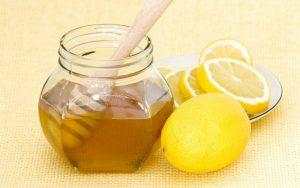 Мед и лимон - это одни из популярных методов лечения в народной медицине