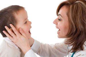 Аденоидит особенно опасен для маленьких детей до 5 лет, поэтому следует обратиться к врачу для назначения лечения