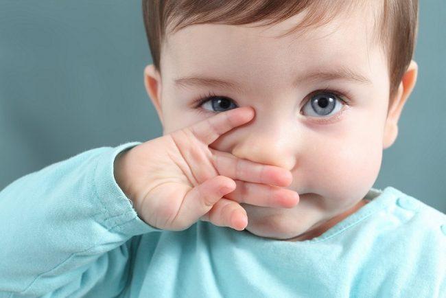 Несмотря на то, что аллергическая реакция ребенка на то или иное вещество кажется чем-то безобидным, подбирать препарат для ее лечения самостоятельно категорически нельзя