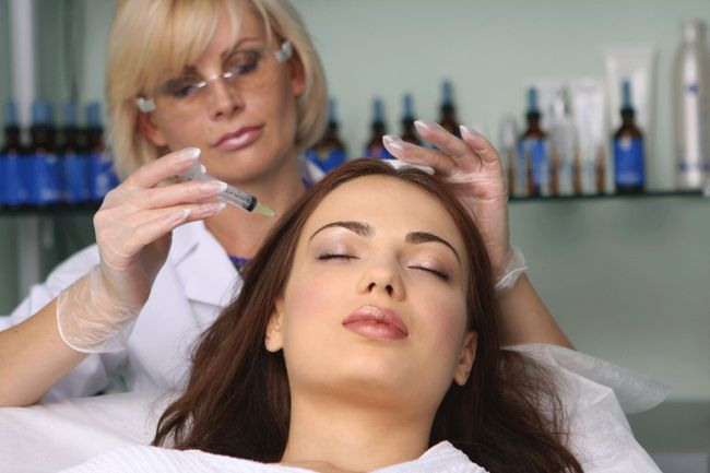 Мезотерапия - уколы в кожный покров головы, которые помогают излечить алопецию