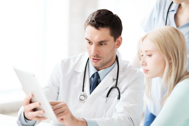 При первых симптомах заболевания необходимо срочно обратиться к врачу!