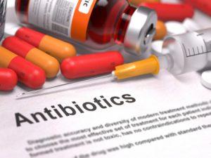 При выборе антибиотика для быстрого лечения ангины нужно учитывать состояние больного, его вес, а также возраст