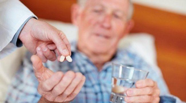 Взрослая доза – 960 мг дважды в сутки. Препарат лучше принимать после приема пищи. На время лечения стоит исключить из рациона белковую пищу, так как она ухудшает усвояемость лекарства и снижает его эффективность