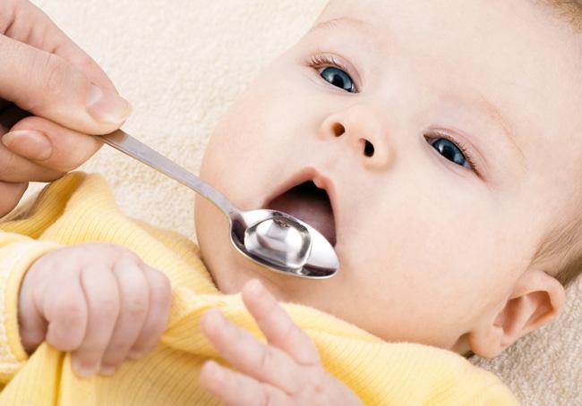 Капли Боботик применяют при появлении у малыша кишечных колик и метеоризма