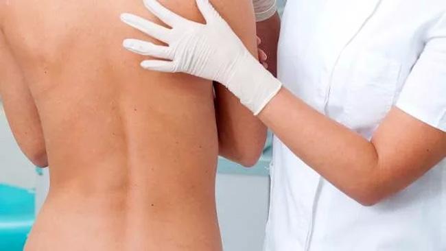 Под правой лопаткой нет органов, которые могли бы вызвать боль в этой области, для уточнения причины боли, необходимо пройти всестороннее обследование