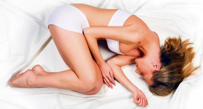 Для снижения боли вызванной невритом, врачи рекомендуют лечь на бок и поджать ноги к животу