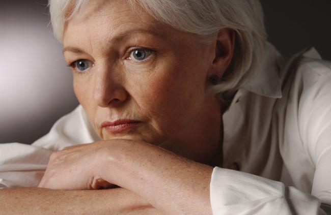 Одна из причин появления тянущей боли в пояснице у женщин - климакс