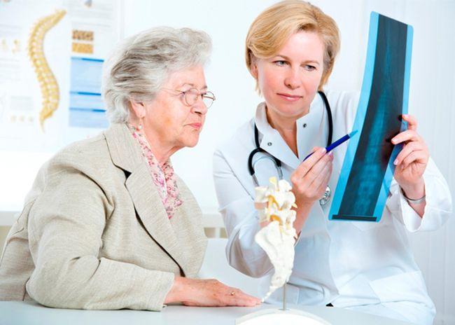 Периодические боли в пояснице могут со временем получить постоянный характер, так что следует вовремя обращаться к врачу
