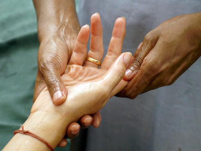 Мануальная терапия, довольно популярный способ лечения ризартроза