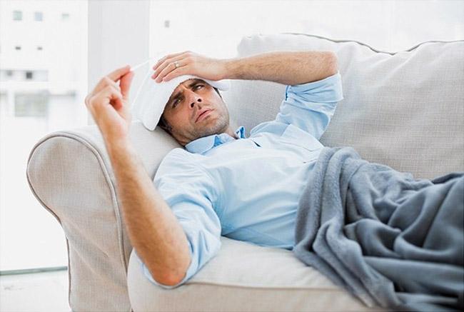 Бруцеллез часто сопровождается ухудшением зрения, развитием ангины, фарингита, бронхита, пневмонии, туберкулеза