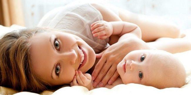 Крохотным деткам, до 2 месяцев, давать жаропонижающие препараты не рекомендуется, поэтому если жар нарастает у малютки, требуется вызвать врача на дом, и затем уже обсуждать вопрос о применении препаратов против высокой температуры