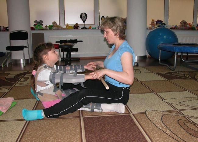 Для реабилитации детей с ДЦП часто используют физиотерапию