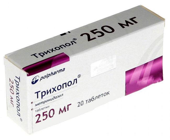 Трихопол способствует скорейшему заживлению поврежденных тканей, а также используется для нормализации микрофлоры кожи